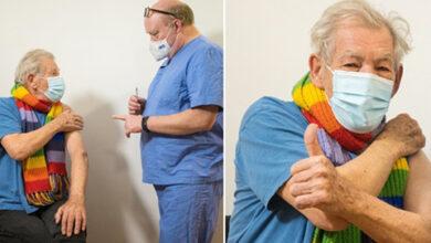 ایان مک کلن در حال زدن واکسن کرونا